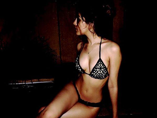 Kylie प्रमाणेच आलियाही स्विमसूटमध्ये स्टाइलिश दिसते. - Divya Marathi