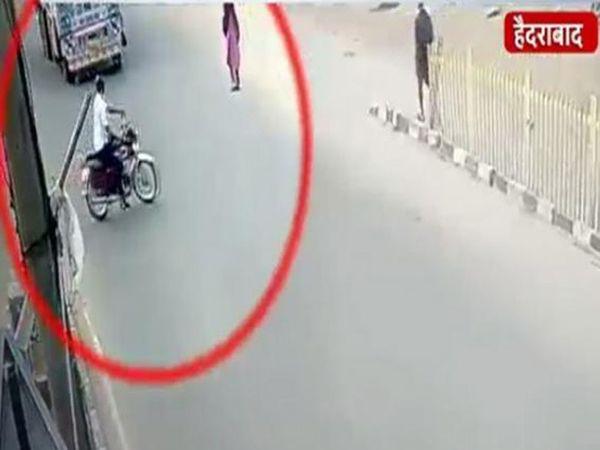 समोरून एक भरधाव ट्रक एतांना दिसत आहे. - Divya Marathi