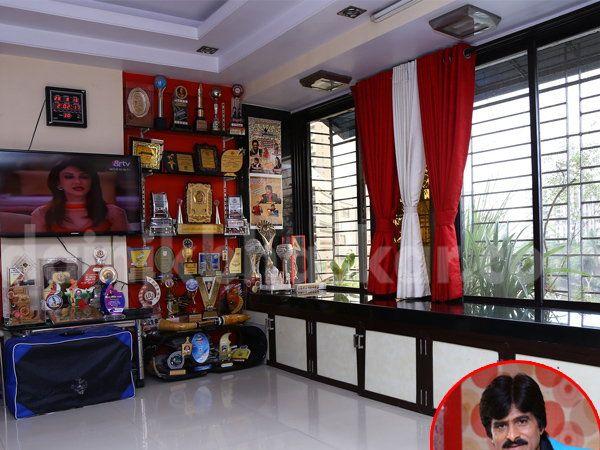 एहसान कुरेशीचे ड्रॉइंग रूम. - Divya Marathi