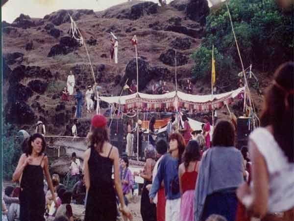 70, 80 च्या दशकात हिप्पी लोक गोव्यातील बीचेसवर LIFE असे एन्जॉय करायचे. - Divya Marathi