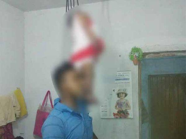 चिमुरडी आणि जवान संजयकुमारचे फासावर लटकलेले मृतदेह - Divya Marathi