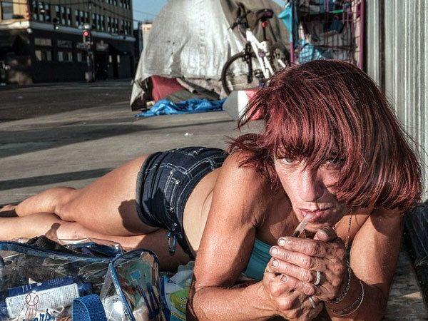 फोटोग्राफर सुजाने स्टेनने लॉस एंजिलिसमधील बेघर लोकांचे दाखवलेले लाईफ... - Divya Marathi