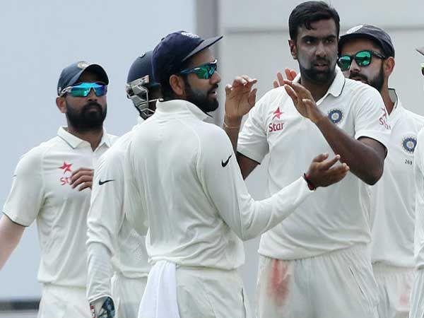 आर. अश्विनने किवी संघाला पुन्हा एकदा झटका देत 81 धावांत 6 गडी बाद केले. - Divya Marathi