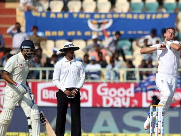 स्टुअर्ट ब्रॉडने भारताच्या दोन्ही सलामीवीरांना स्वस्तात बाद केले. - Divya Marathi