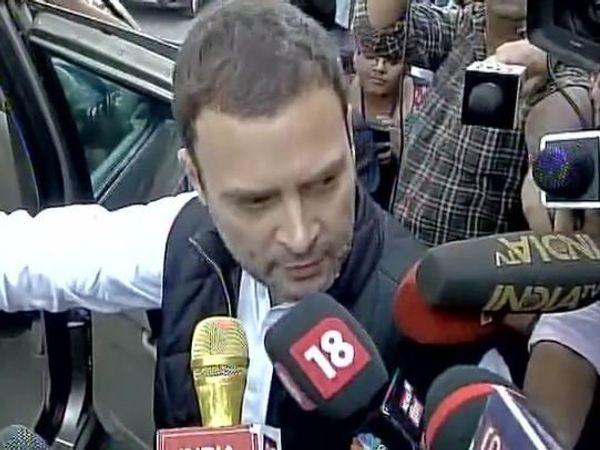 पंतप्रधानांनी सभागृहात हजर राहावे अशी  मागणी लोकसभेत विरोधकांनी लावून धरली होती. - Divya Marathi