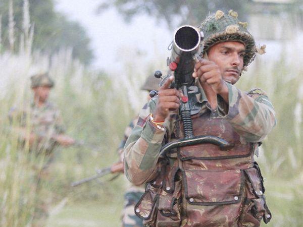 राजौरीच्या मंजाकोटेमध्ये बुधवारी दुपारी 12:15 वाजता पाकिस्तानकडून फायरिंग करण्यात आली. - Divya Marathi