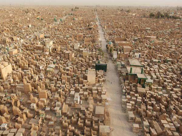 हे एखादे शहर नव्हे तर आहे जगातील सर्वात मोठी दफनभूमी... - Divya Marathi