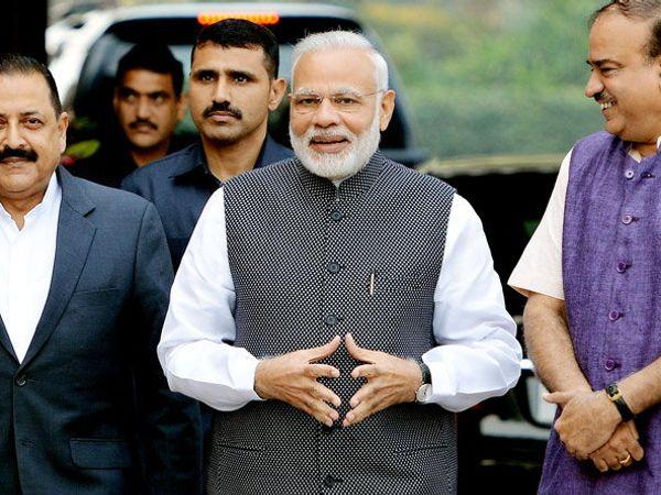गुजरात निवडणुकीत भाजपच्या विजयावर मोदींनी जनतेला धन्यवाद दिले. - Divya Marathi