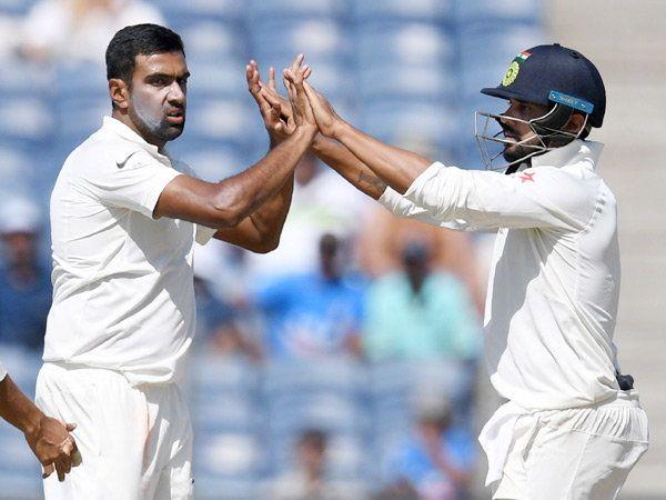 दुस-या डावात अश्विनने कांगारूंना धक्के देण्याचे काम केले. - Divya Marathi