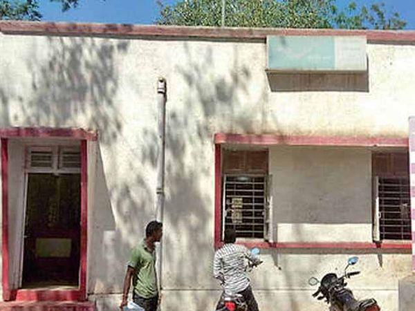 अकोट येथील पोस्ट ऑफीसची इमारत - Divya Marathi