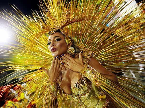 ब्राझीलमध्ये पाच दिवसाचा कार्निवल सेलिब्रेशन सुरु... - Divya Marathi