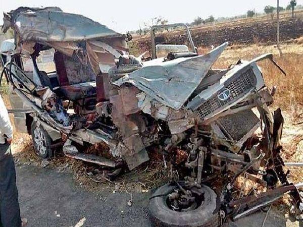 वानगाव येथे झालेल्या अपघातात जीपचा अक्षरश: चुराडा झाला. - Divya Marathi