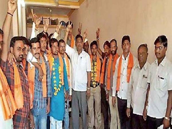 लग्नसमारंभासाठी आलेल्या पदाधिकाऱ्यांनी भारतीय कामगार सेनेत शीलरत्न साळवे यांच्या उपस्थितीत प्रवेश केला. - Divya Marathi