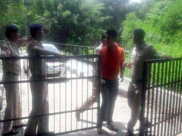 ही घटना सेेक्टर 23 मधील चिल्ड्रन्स पार्कची आहे. - Divya Marathi
