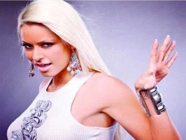 WWE ची एव्हरग्रीन ब्यूटी मेरिसे मिजनिन हिने फेब्रुवारी 2010 मध्ये दुस-यांदा दिवाज चॅम्पियनशिप जिंकली होती. - Divya Marathi