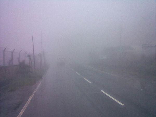 पिंपरी-चिंचवड शहरातील काही भागात पसरलेले धुके. - Divya Marathi