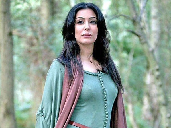 भारतीय वंशाची टीव्ही अॅक्ट्रेस लैला हल्ल्यातून वाचली आहे. - Divya Marathi