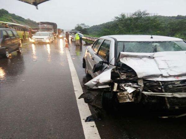मुंबई-पुणे एक्स्प्रेस वेवर पुण्याहून मुंबईकडे जाणाऱ्या कारने कंटेनरला धडक दिल्याने झालेल्या अपघातात एकाचा मृत्यू झाला आहे. - Divya Marathi