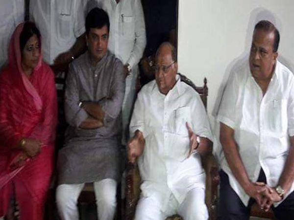 कोल्हापुरात पत्रकार परिषदेत बोलताना माजी कृषीमंत्री शरद पवार. - Divya Marathi