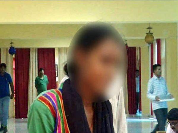 पीडितेने रडतच डीजीपींना आपबीती सांगितली. - Divya Marathi
