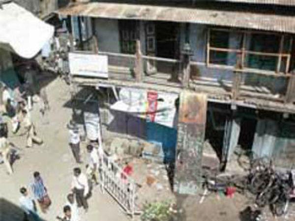 त्याच दिवशी गुजरातच्या मोडासा येथेही स्फोट झाला. - Divya Marathi