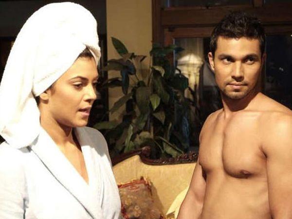 एक्स गर्लफ्रेंड सुष्मिता सेनबरोबर रणदीप हुड्डा. - Divya Marathi