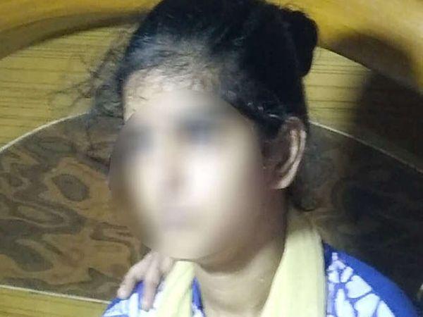 16 वर्षीय मतिमंद मुलगी घरात एकटीच होती. - Divya Marathi
