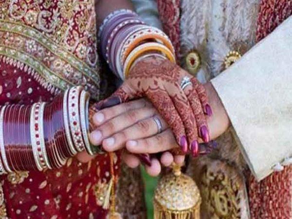 महिलेचे दीड वर्षापूर्वी लग्न झाले असून तिला एक मुलगी आहे. - Divya Marathi