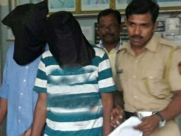 निकलेश पाटील (24) व अक्षय वालोदे (25) अशी आरोपींची नावे आहेत. - Divya Marathi