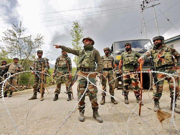 दहशतवादी हल्ल्यात 1 जवान शहीद झाला असून 2 जण जखमी झाले आहेत. - Divya Marathi