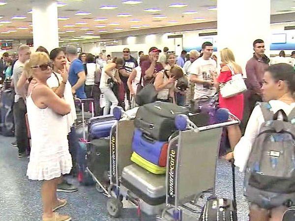 सुमारे 10 लाख लोक फ्लोरिडातील मियामी आणि इतर शहरातून सुरक्षित ठिकाणी जात आहेत. - Divya Marathi