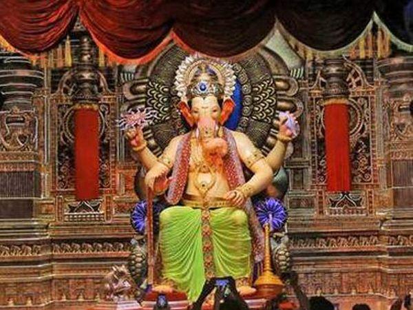 लालबागच्या राजाचे प्रसन्न दर्शन - Divya Marathi