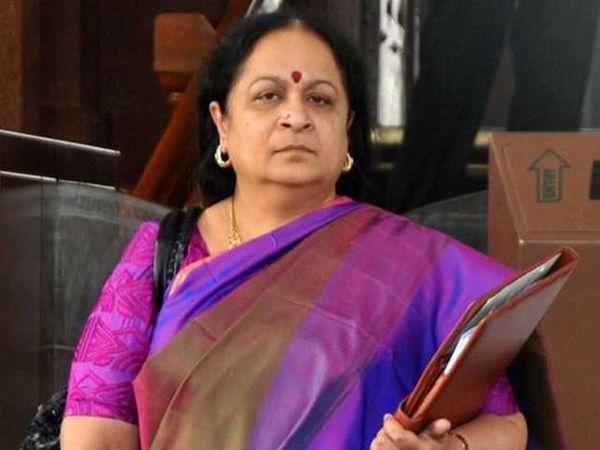 यूपीए-2 सरकारच्या जुले 2011 ते डिसेंबर 2013 दरम्यान नटराजन पर्यावरण मंत्री होत्या. - Divya Marathi