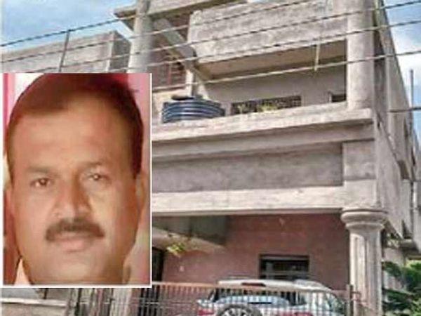 साताऱ्यातील याच इमारतीत खून झाला. इन्सेटमध्ये जितेंद्र होळकर. - Divya Marathi