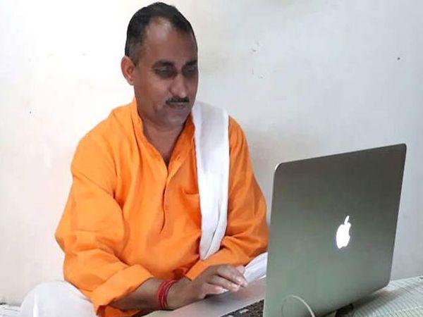 मुन्ना भंडारी आधी साधी चहाची टपरी चालवायचा. - Divya Marathi