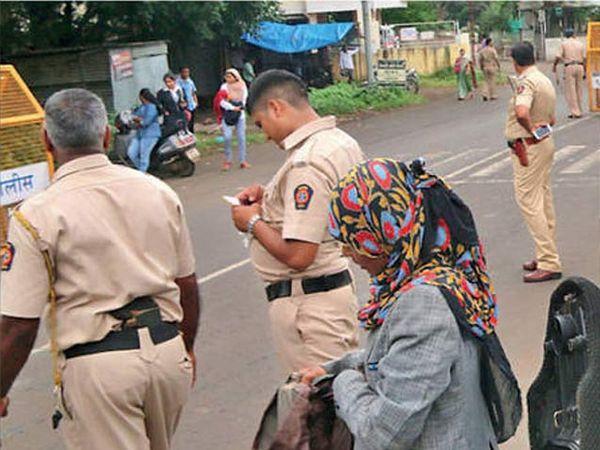 शहरात ठिकठिकाणी हेल्मेटसक्ती माेहिमेसाठी माेठ्या प्रमाणात पाेलिस तैनात अाहेत. त्याचाच जणू फायदा गुन्हेगार घेत अाहेत. - Divya Marathi