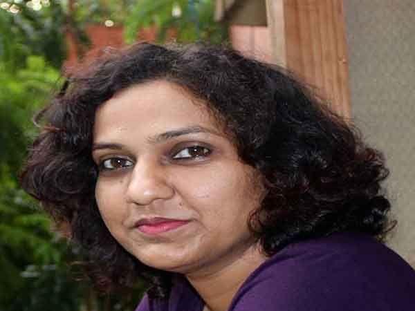 'निळ्या डोळ्यांची मुलगी' या कादंबरीचीनव्या पिढीची दमदार लेखिका शिल्पा कांबळे.... - Divya Marathi