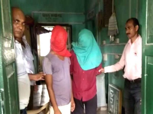 आरोपीने तरुणीचा अश्लील व्हिडिओ बनवून तिच्या वडिलांना ब्लॅकमेल केले. - Divya Marathi
