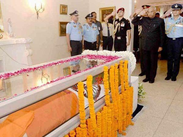 राष्ट्रपती रामनाथ कोविंद यांनी मार्शल अर्जनसिंग यांना श्रद्धांजली वाहिली. - Divya Marathi