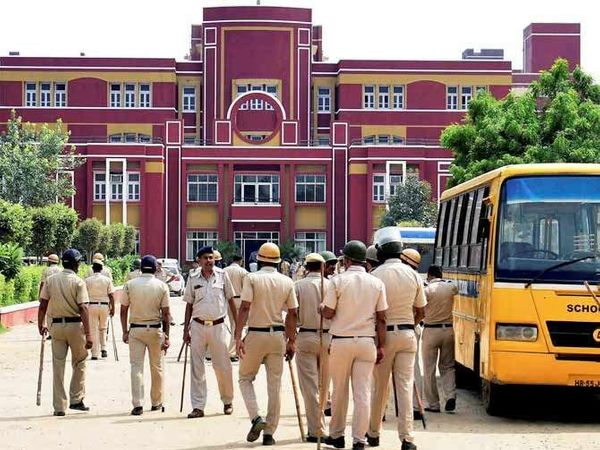 हत्येच्या 9 दिवसानंतर रेयान शाळा सुरु झाली आहे. - Divya Marathi