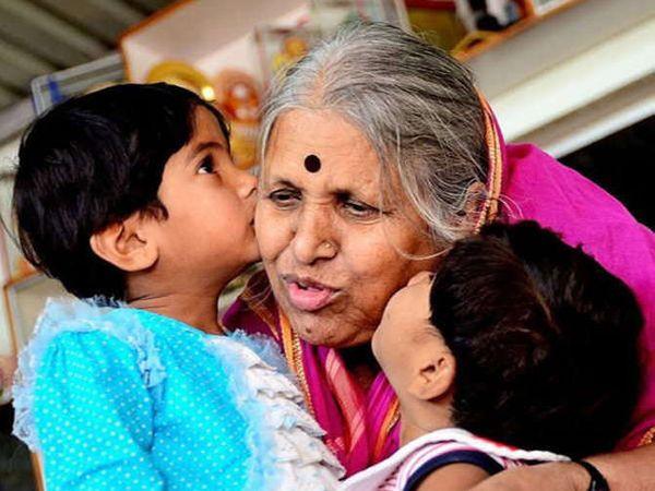 सिंधूताईंनी 1 हजार मुलांना दत्तक घेतले आहे. - Divya Marathi