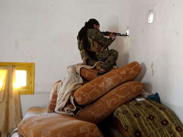 अनेक दहशतवादी रुगणालयांमध्ये नागरिकांचे ओलीस ठेवून लपले आहेत. - Divya Marathi