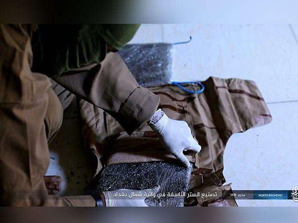 सुसाइड जॅकेट बनवताना... - Divya Marathi