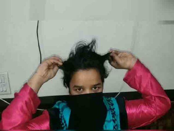 आरोपीने कापलेले महिलेचे केस. - Divya Marathi