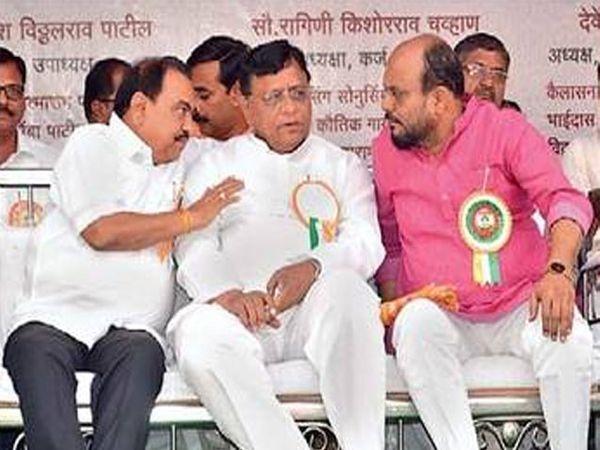 मंचावर चर्चा करताना माजी मंत्री एकनाथ खडसे, आमदार हरिभाऊ जावळे, मंत्री गुलाबराव पाटील. - Divya Marathi