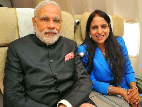 पंतप्रधान मोदींसोबत अनुवादक गुरदीप कौर चावला. - Divya Marathi