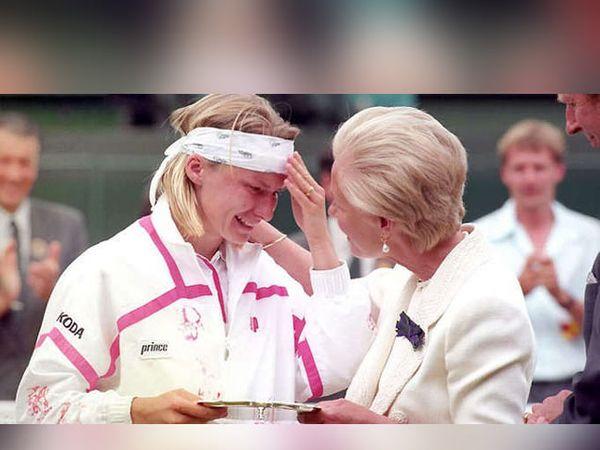 - नोवोत्ना 1993 आणि 1997 मध्ये विम्बलडनच्या फायनलमध्ये दोनवेळा हरली होती. - Divya Marathi