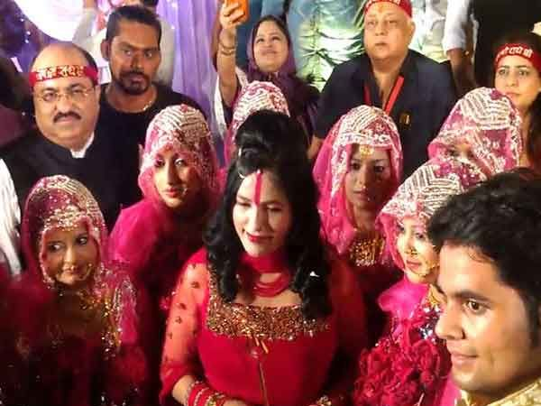 मुंबईतील एका संस्थेने 12 मुस्लिम जोडप्याचा निकाह लावला. - Divya Marathi