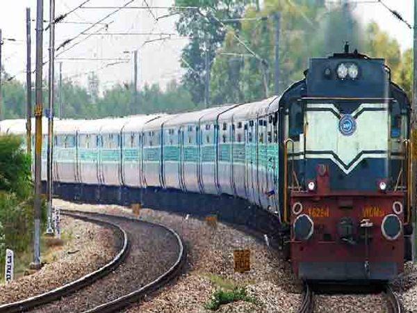 ही रेल्वे 4 तास उशिरा महाराष्ट्रात पोहचणार असल्याचे सांगण्यात येत आहे. - Divya Marathi