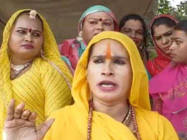 राजस्थान किन्नर समाजाची गादीपती कांता बुआ. - Divya Marathi